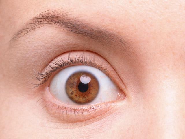 AG130_L 目を見開くとおでこにしわができる|目が小さいコンプレックスで気になる | 顔にあ